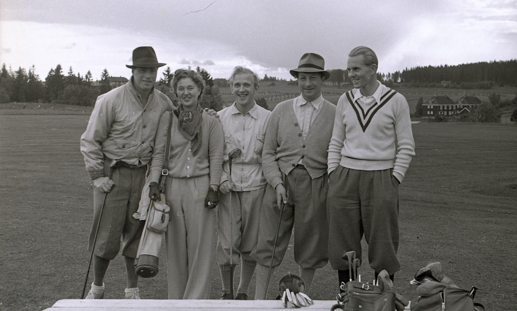 Personer som spiller golf