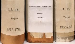 Tingbøker fra Sunnhordland på hyllen