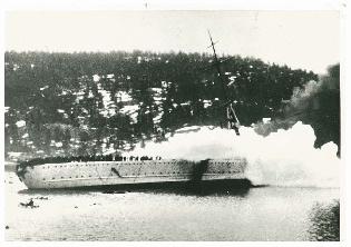 Blücher senkes i Drøbaksundet 9.4.1940 (RA, NTBs krigsarkiv, U/Ud/L0073b).